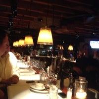 Foto scattata a Hillstone Restaurant da Ben H. il 9/29/2012