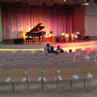 Das Foto wurde bei Bostanlı Suat Taşer Açıkhava Tiyatrosu von Barkın C. am 6/18/2013 aufgenommen