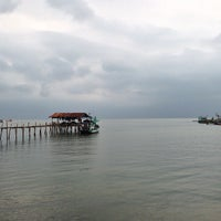 Photo taken at ท่าเทียบเรือสุทธิ by 愛神 on 4/10/2013