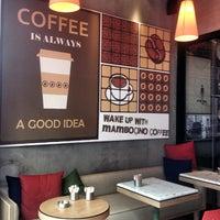 8/29/2013 tarihinde Evren Y.ziyaretçi tarafından Mambocino Coffee'de çekilen fotoğraf