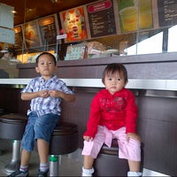 Photo taken at Dunkin' Donuts by Yatna D. on 3/31/2013