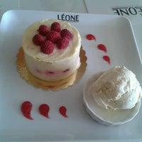 Das Foto wurde bei Léone Patisserie & Boulangerie von İpek Deniz Ö. am 7/3/2013 aufgenommen