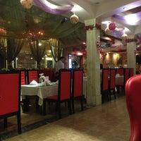 Photo taken at 玫瑰园 Rose Garden Restaurant by LP on 6/3/2013