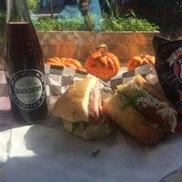Foto tirada no(a) Union Kitchen Grocery por Andrew T. em 10/19/2015