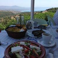 8/4/2013 tarihinde Максим О.ziyaretçi tarafından Taverna Panorama'de çekilen fotoğraf