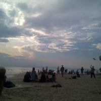 Photo taken at Pantai Anyer (Anyer Beach) by novendra w. on 5/6/2016
