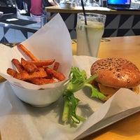 Снимок сделан в Burger Heroes пользователем Irina S. 10/19/2015