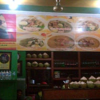 Photo taken at Soto Madura Wawan by Maghappy K. on 6/15/2013