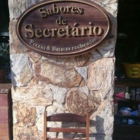 Photo taken at Pizzaria Sabores de Secretário by Rebeca M. on 7/10/2016