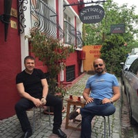Photo taken at Antique Hostel & Guesthouse Istanbul by Fatih V. on 4/29/2016