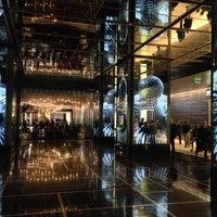 1/10/2014 tarihinde Мира Ф.ziyaretçi tarafından Cosmopolitan Platinum VIP Lounge'de çekilen fotoğraf