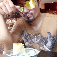 Photo taken at The Coffee Bean & Tea Leaf by Darling D. on 8/11/2015