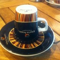 10/30/2013 tarihinde Berkan A.ziyaretçi tarafından Gloria Jean's Coffees'de çekilen fotoğraf