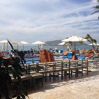 Photo taken at Hotel Royal Villas by Yadira R. on 1/26/2014