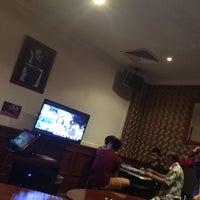 Photo taken at Aranda Lounge @ OCC by Yui A. on 11/16/2014