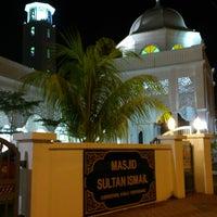Foto scattata a Masjid Sultan Ismail (Masjid Raja Chendering) da Bento il 6/29/2013