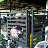 Photo taken at Ayam Bakar Wong Solo by Rasyad A. on 4/22/2014