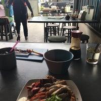 Photo taken at ข้าวหมูแดงเรือเมล์ (สูตรน้ำพริกเผา) by Beer P. on 9/8/2017