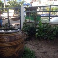 Photo taken at หมู่บ้านนักกีฬาแหลมทอง by Beer P. on 1/16/2017