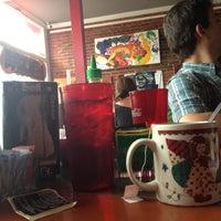 Das Foto wurde bei 821 Cafe von Cher L. am 5/11/2013 aufgenommen