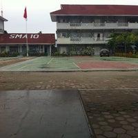 Photo taken at SMA Negeri 10 Padang by Annisa N. on 6/30/2013