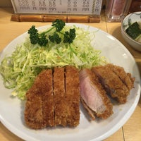 Photo taken at Tonkatsu Enraku by JIMUKATA on 4/12/2015