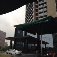 Photo taken at Starbucks (星巴克) by Shane H. on 9/14/2014