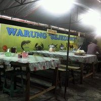 Photo taken at Bebek Goreng Sejedewe by Nelly A. on 11/4/2013