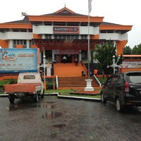 Photo taken at Kantor Pos Balikpapan (Pusat) by Doddy S. on 7/11/2013
