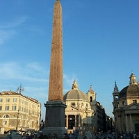 Foto tomada en Piazza del Popolo por Scott N. el 7/23/2013