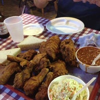 Photo taken at Gus's World Famous Hot & Spicy Fried Chicken by Jonathan C. O. on 7/16/2013