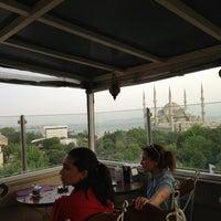 Foto tomada en Grande Cafe por Pınar K. el 5/17/2013