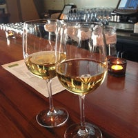 Das Foto wurde bei Tria Wine Room von Anne D. am 4/26/2013 aufgenommen