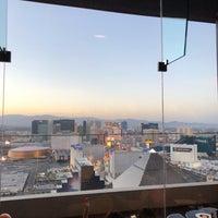 Foto tirada no(a) Skyfall Lounge por Kris em 6/18/2018
