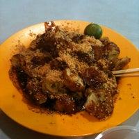 Foto diambil di Ayer Rajah (West Coast Drive) Market & Food Centre oleh Ifwan P. pada 3/2/2011