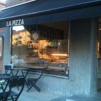 Photo taken at La Pizza by Simon E. on 7/7/2011