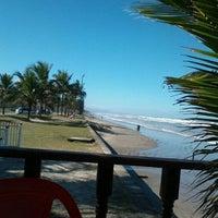 Foto tirada no(a) Praia do Arpoador por Gentil F. em 7/19/2012