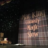 10/6/2018 tarihinde Olya G.ziyaretçi tarafından The Mac King Comedy Magic Show'de çekilen fotoğraf