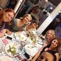 Foto tomada en Samos Tavern Restaurant por Emel M. el 7/5/2018