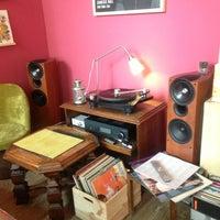 Das Foto wurde bei Vinyl Cafe von Mateusz H. am 5/17/2013 aufgenommen