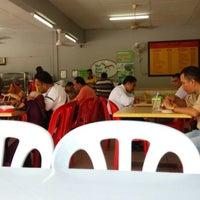 Photo taken at Nasi Ayam Kampung by Abdul Hadi S. on 5/27/2014