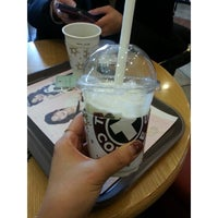 Photo taken at TOM N TOMS COFFEE by yunyzzing on 2/21/2014