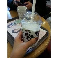 รูปภาพถ่ายที่ TOM N TOMS COFFEE โดย yunyzzing เมื่อ 2/21/2014
