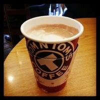 Photo prise au TOM N TOMS COFFEE par yunyzzing le12/13/2013