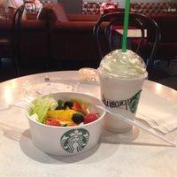 Снимок сделан в Starbucks пользователем Alessandra K. 8/4/2014