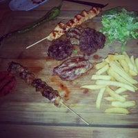 Foto tirada no(a) Steak House & Cadde Cafe por Zehra K. em 4/21/2014