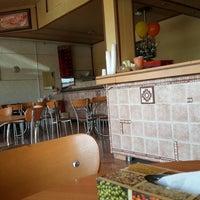 Photo taken at Raaz Pizza | پیتزا راز by rjbn on 9/17/2014