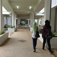 Photo taken at Engineering Faculty Gowa, Hasanuddin University by Ratriana S. on 2/23/2015