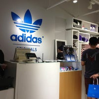 8/4/2013にLee M.がadidas Originals 渋谷で撮った写真