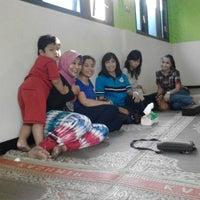 Photo taken at Ayam Panggang Bu Setu Karangrejo by Duma P. on 7/25/2015